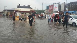 İstanbul'da sağanak ve dolu sonrası şok görüntüler