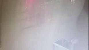 Dolu yağışı otomobilin camlarını böyle kırdı