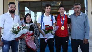 Nur Tatar Askari çiçeklerle karşılandı