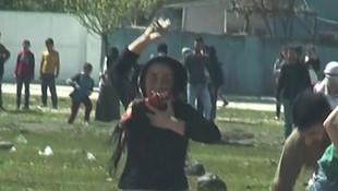 Polise taş atan kıza ev hapsi