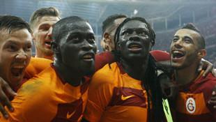 Galatasaray'ın yeni kadrosu taraftarı coşturdu