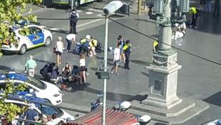 Barcelona'da minibüs kalabalığın arasına daldı: 13 ölü, 100 yaralı
