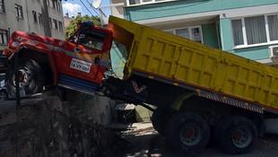 Bursada freni boşalan kamyon dehşet saçtı!