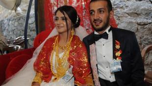 5 bin kişilik düğün ! Gelin altınları taşıyamadı