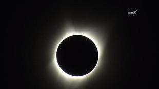 Tam güneş tutulmasından muhteşem görüntüler....