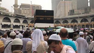 Binlerce Müslüman Kabe'de gözyaşlarına boğuldu