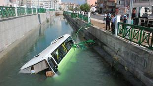 Halk midibüsü kanala düştü: 5 yaralı