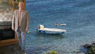 Bodrum'da denizde para bulan İngiliz başını derde soktu