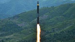 Kuzey Kore'nin füzesi yolcu uçağına yaklaştı
