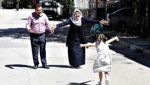 Çocuklarını kaybeden çiftin evliliğini down sendromlu Gizem kurtardı