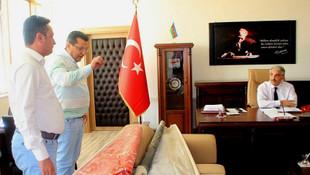 CHP'li vekil Milli Eğitim Müdürü'nün makamını bastı