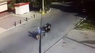 Motosikletler kafa kafaya çarpıştı !