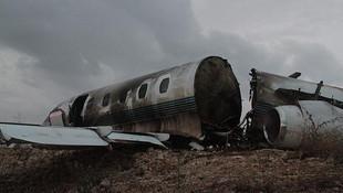 Uçak kazasının boyutu hava aydınlanınca ortaya çıktı