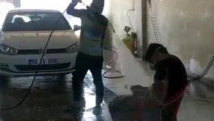 Oto yıkamadaki bu görüntüler sosyal medyayı salladı