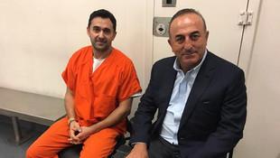 Bakan Çavuşoğlu, ABD'de tutuklu 2 Türk'ü ziyaret etti