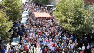 Şehit askeri 10 bin kişi uğurladı