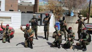 Türkmenler nöbette ! Bozkurt işaretiyle poz verdiler