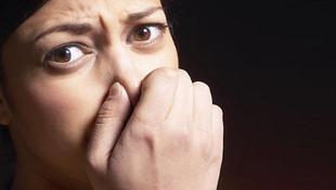Ağzı kokan eşine boşanma davası açtı