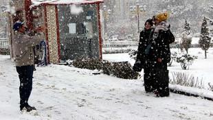 Yeni yılda lapa lapa kar yağdı !