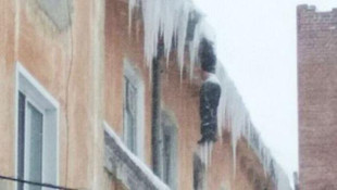 Binanın tepesinde donarak öldü !