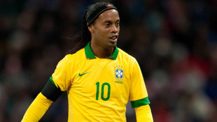 Ronaldinho futbolu resmen bıraktı !
