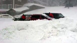Tatilciler araçlarını bulamadı ! Kar fırtınası...