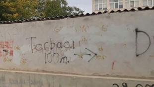 Okul duvarında torbacı tarifi