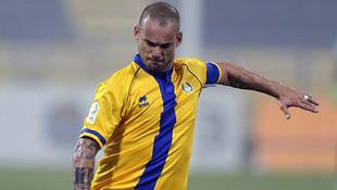 Wesley Sneijder ilk golünü attı