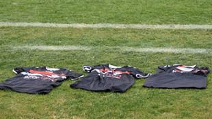 Manisasporlu futbolculardan formalı protesto