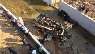 İzmir'de katliam gibi kaza: 22 ölü, 13 yaralı