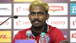 Hintli futbolcunun yaşını duyan şok oluyor !