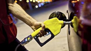 Herkes bu gelişmeye odaklandı: Benzine pompaya yansıyacak indirim geliyor !