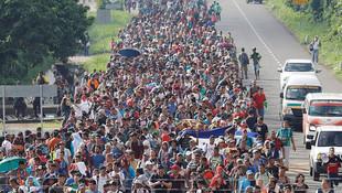 Binlerce göçmen sınıra dayandı