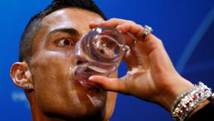 Ronaldo'nun saatinin fiyatı dudak uçuklattı !