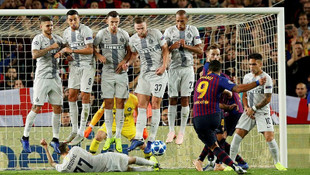 Barcelona - Inter maçında şaşırtan pozisyon !