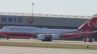 Katar'ın hediye ettiği uçak hangardan çıktı