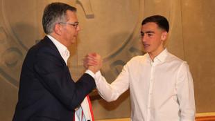 Beşiktaş'ın istemediği Orkun Kökcü, Barcelona'ya transfer oluyor