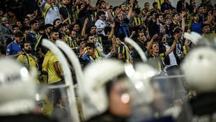 Fenerbahçe taraftarı stadı terk etmedi !