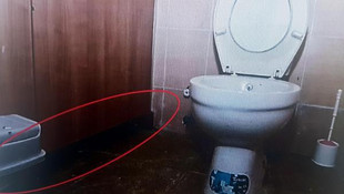 Karargah tuvaletinde rezalet ! Kadın personeli görüntülerken yakalandı