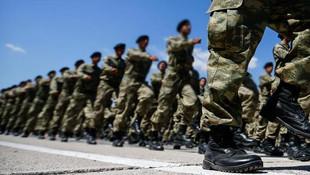 Savunma Bakanı Akar: ''2-3 ay içinde tek tip askerlik gelecek''