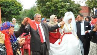 24 çocuğu 200 torunu var ! Son çocuğunu da evlendirdi