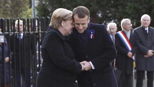 Merkel ve Macron'u utandıran soru