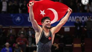 Cengiz Arslan, U23 Dünya Grekoromen Güreş Şampiyonası'nda şampiyon oldu
