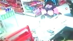 Günün kahramanı kamerada: Bebeği son anda yakaladı