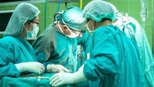 Artık ameliyat olmak isteyen malzemesini kendisi alacak!
