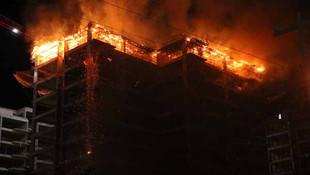 Antalya'da 13 katlı binada yangın