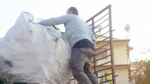 Nusaybin gazisi 8 aydır gazilik maaşı bağlanmadığı için atık topluyor