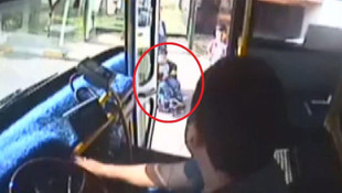 Yolculara aldırış etmedi ! Engelli çocuk için güzergahını değiştirdi