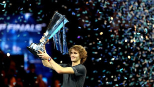 Alexander Zverev, Federer'den sonra Djokovic'i de yenip ATP'de şampiyon oldu