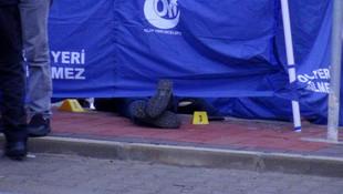 Ayrı yaşadığı eşini durakta öldürüp intihar etti